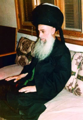 Mawlana Shaykh Nazim wearing the Turban from the Tomb of Ghawth al-Adham Shaykh 'Abd al-Qadir al-Jilani