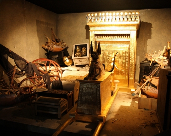 Schn_Kln_Gold_Tutanchamun_Alt_Mumie_Ausstellung